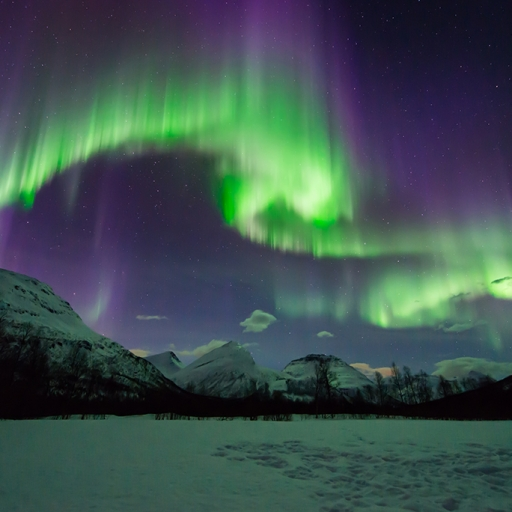 Aurora Hunt – All-inclusive - small-group Northern Lights chase